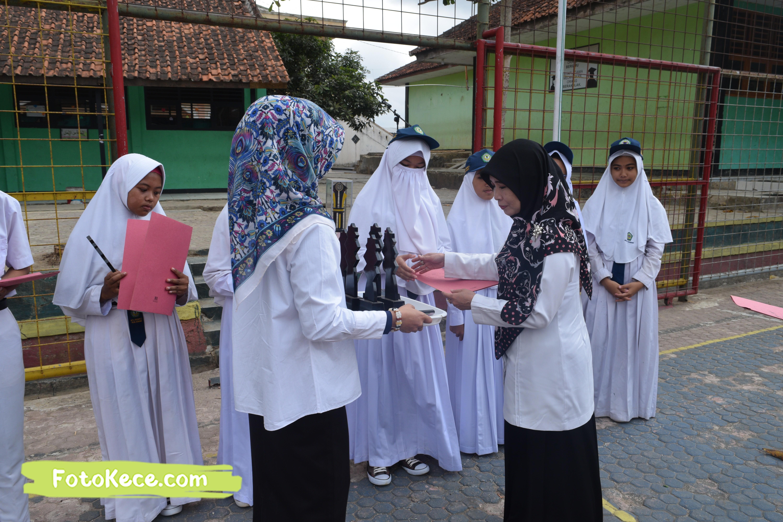 pembagian piala gebyar ukhuwah islamiyah xv darul amal kumpul di lapangan foto kece 21202019 36
