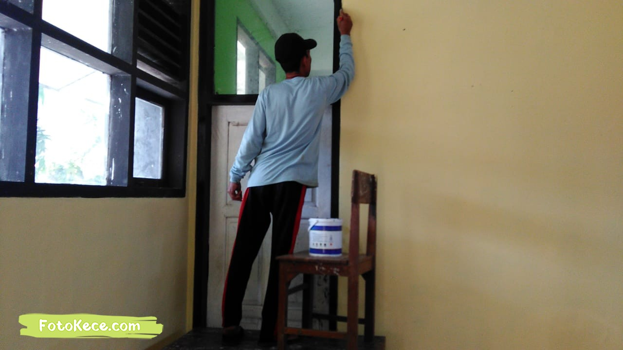 proses pengecatan perbaikan sarana fasilitas bmn foto kece 2019 200