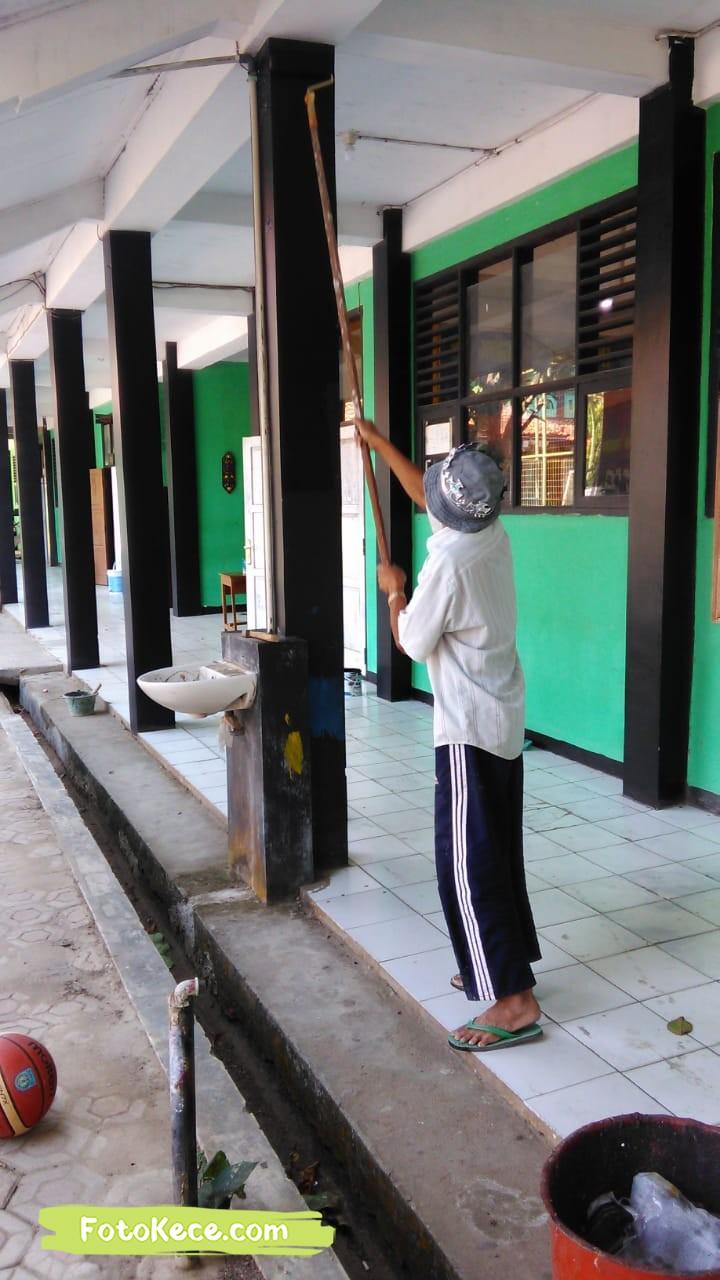 proses pengecatan perbaikan sarana fasilitas bmn foto kece 2019 204