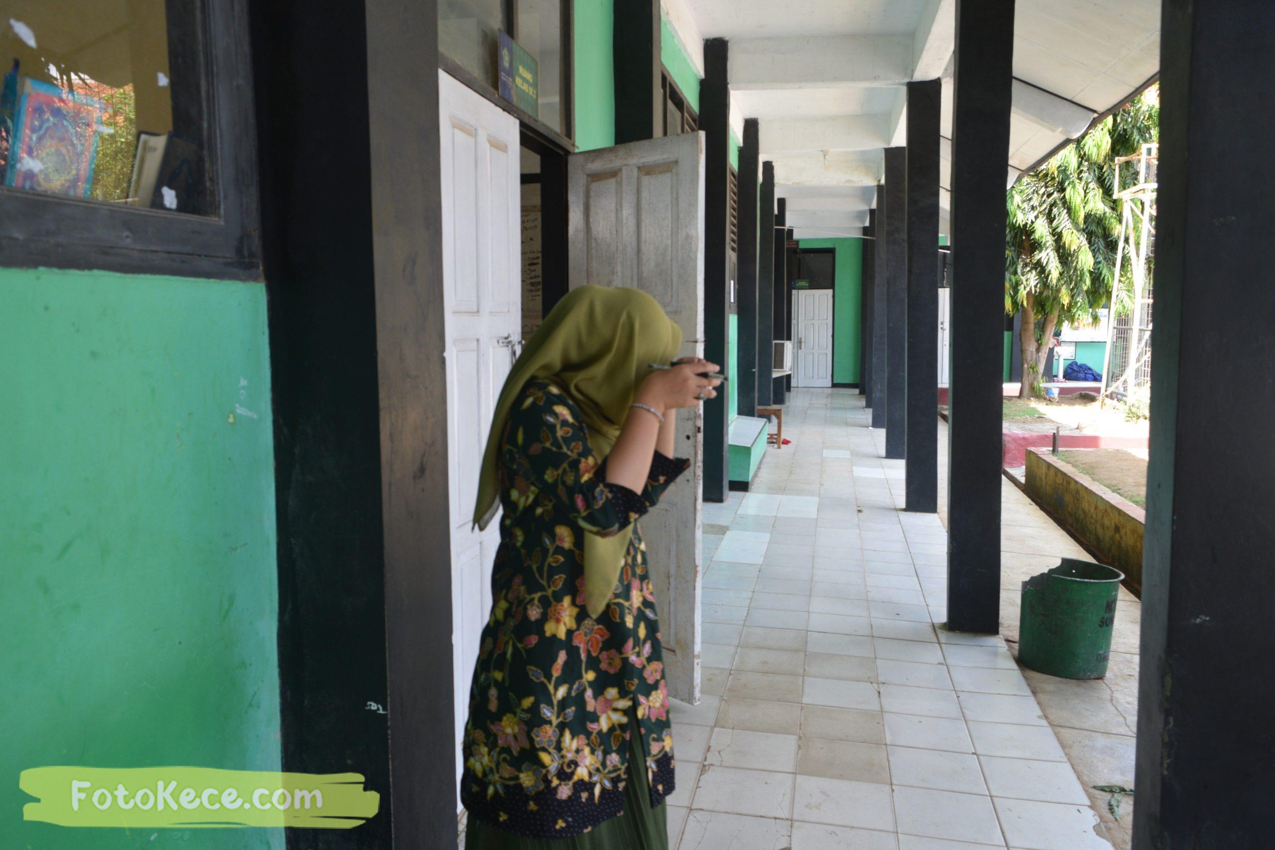 SUZANA DWI NURFAJRIEN santai pada mtsn2 smi fotokece des 2019 25 scaled