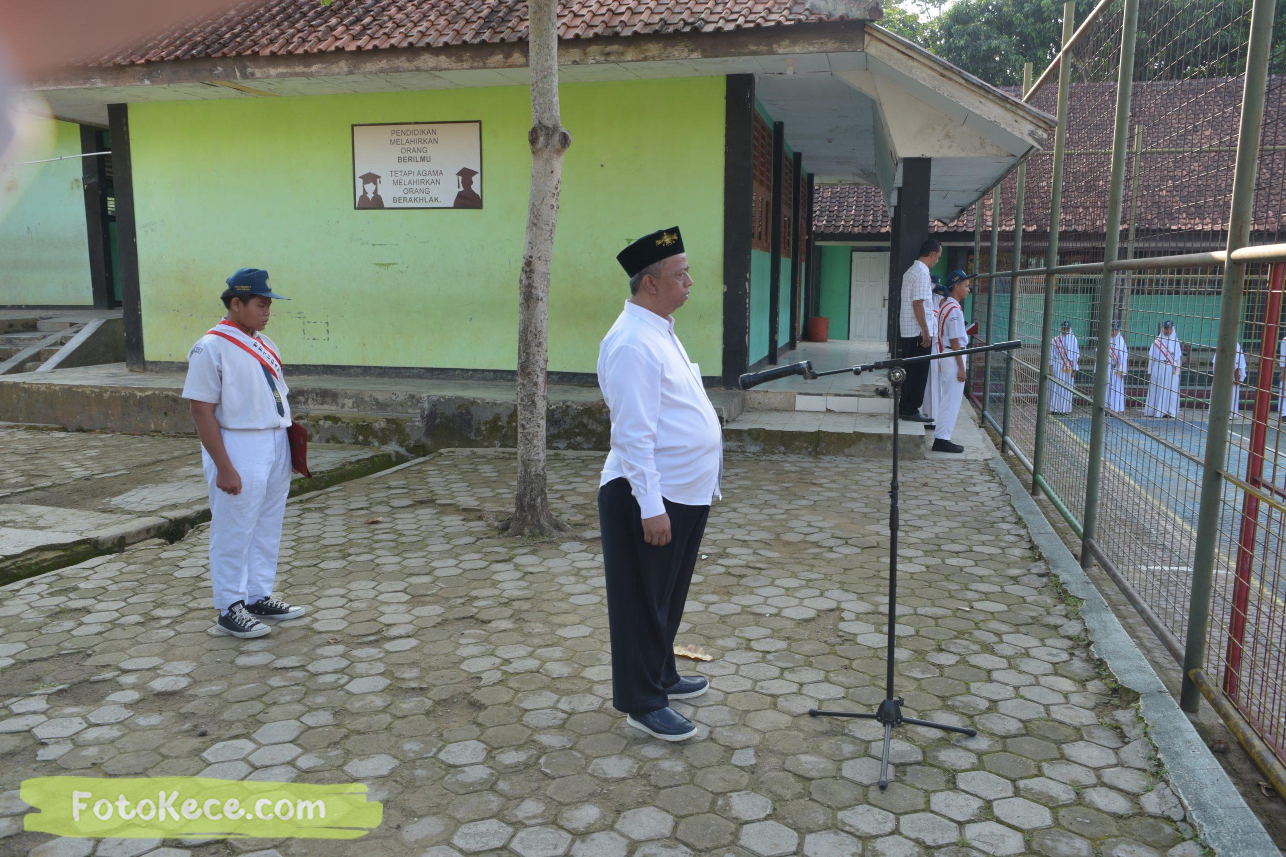 upacara senin bersama pengawas terbaik widad arifin 27012020 53 scaled