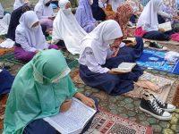 Di lapangan Setelah Dhuha lanjut Pembiasaan membaca Asmaul Husna pada MTsN 2 Sukabumi (5)