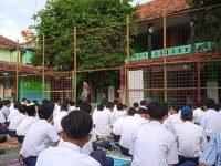 Di lapangan Setelah Dhuha lanjut Pembiasaan membaca Asmaul Husna pada MTsN 2 Sukabumi (9)