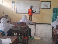 Dimas maharditia agatha pada 08092021-Foto KBM masa pandemi pada MTsN 2 Sukabumi (2)