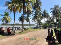 Menikmati keindahan pantai muara tegalbuleud kecamatan sukabumi (1)