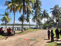 Menikmati keindahan pantai muara tegalbuleud kecamatan sukabumi (2)