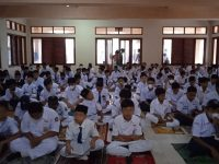 Setelah Dhuha lanjut Pembiasaan membaca Asmaul Husna pada MTsN 2 Sukabumi (10)