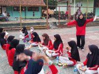 makan bareng 17092021 Latihan paskibra hebat siswa MTsN 2 Sukabumi (26)