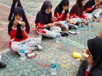 makan bareng 17092021 Latihan paskibra hebat siswa MTsN 2 Sukabumi (37)
